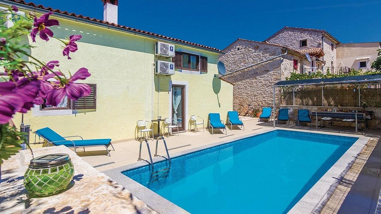 Casa con piscina in vendita vicino a Parenzo