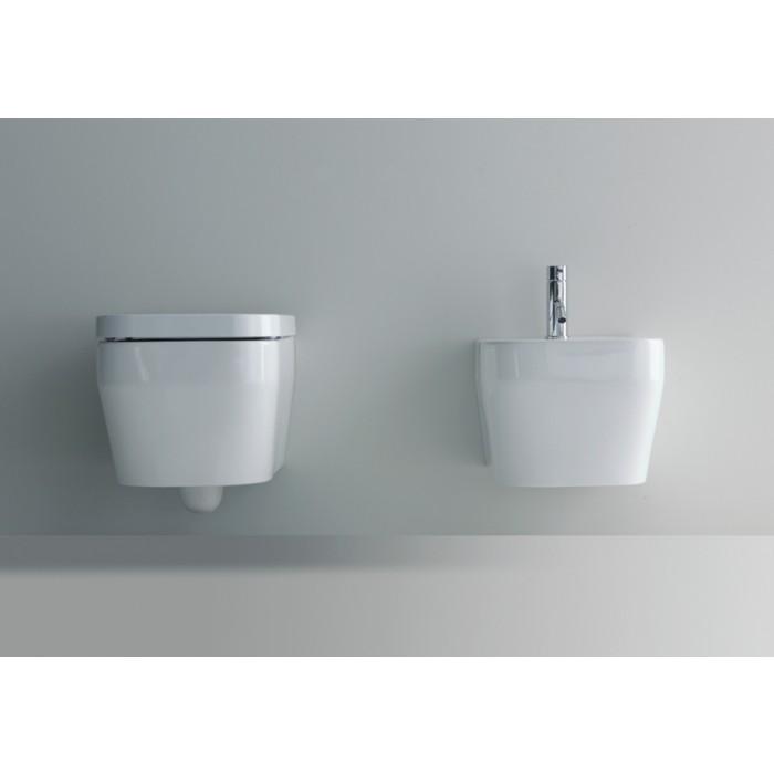 Bagno moderno con sanitari dappoggio e sospesi  KV Store
