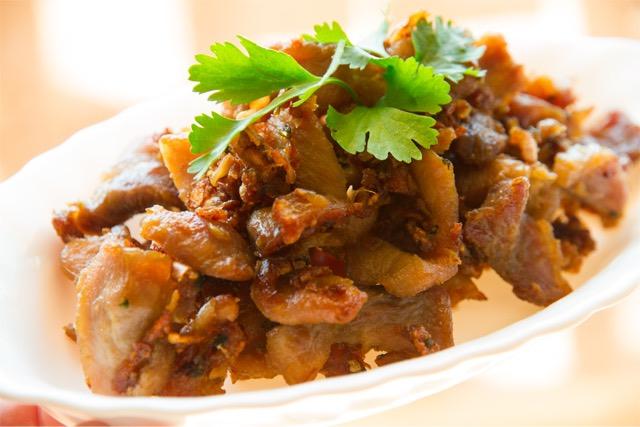 Cerdo frito con pimienta, cocina tailandesa