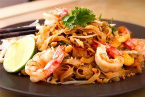 Pad thai, fideos fritos, fideos fritos tailandés, tallarines fritos, cocina tailandesa