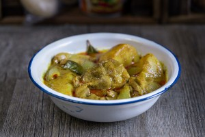 Pollo al curry amarillo, curry tailandés, cocina tailandesa, pollo con curry