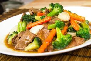 Salteado de ternera, brócoli, cocina asiática
