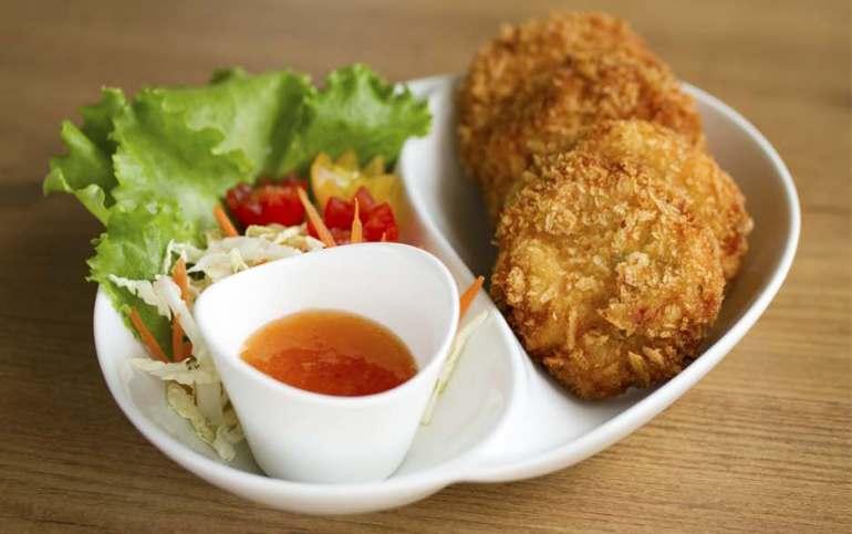 Pastel de marisco frito, cocina tailandesa