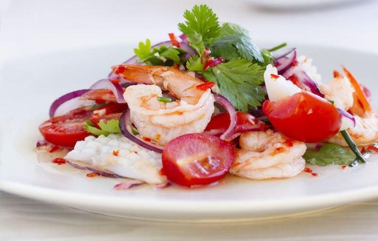 Ensalada, ensalada de marisco, ensalada tailandesa, cocina tailandesa
