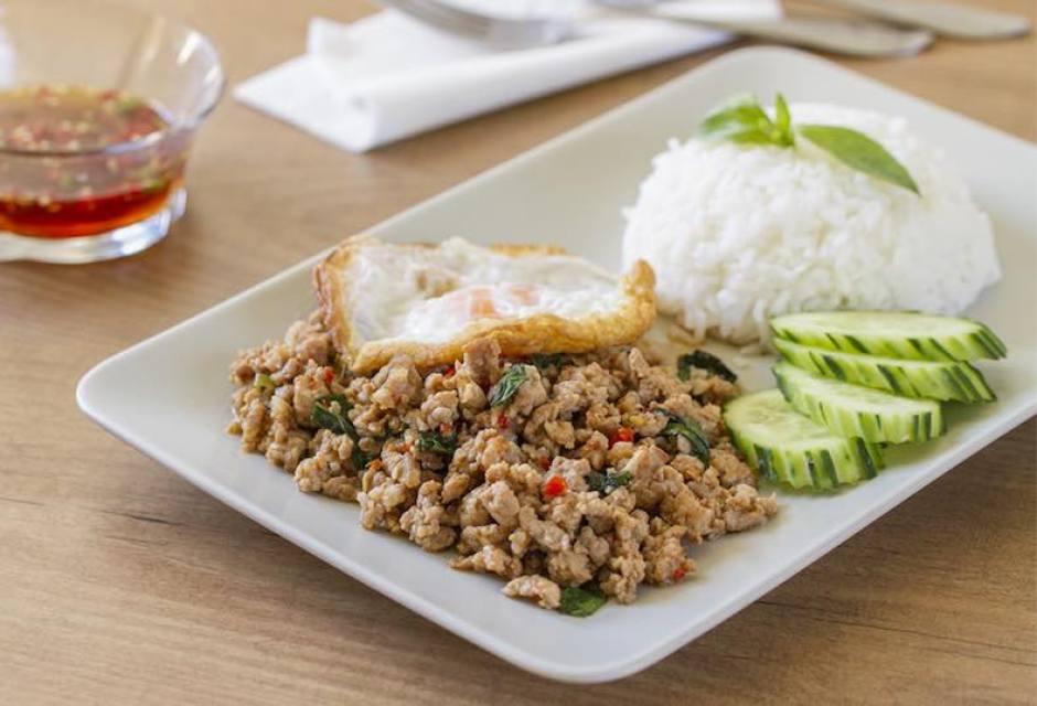 Salteado de cerdo con albahaca, Salteado de cerdo , salteado, cocina tailandesa