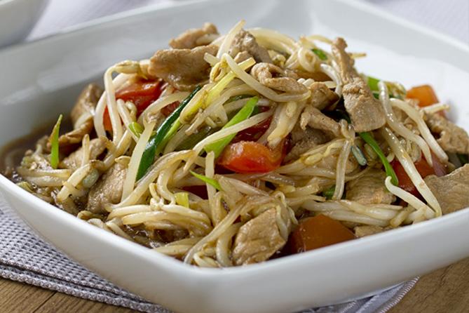 Salteado de broted de soja, brotes de soja, cerdo, cocina tailandesa, cocina asiática