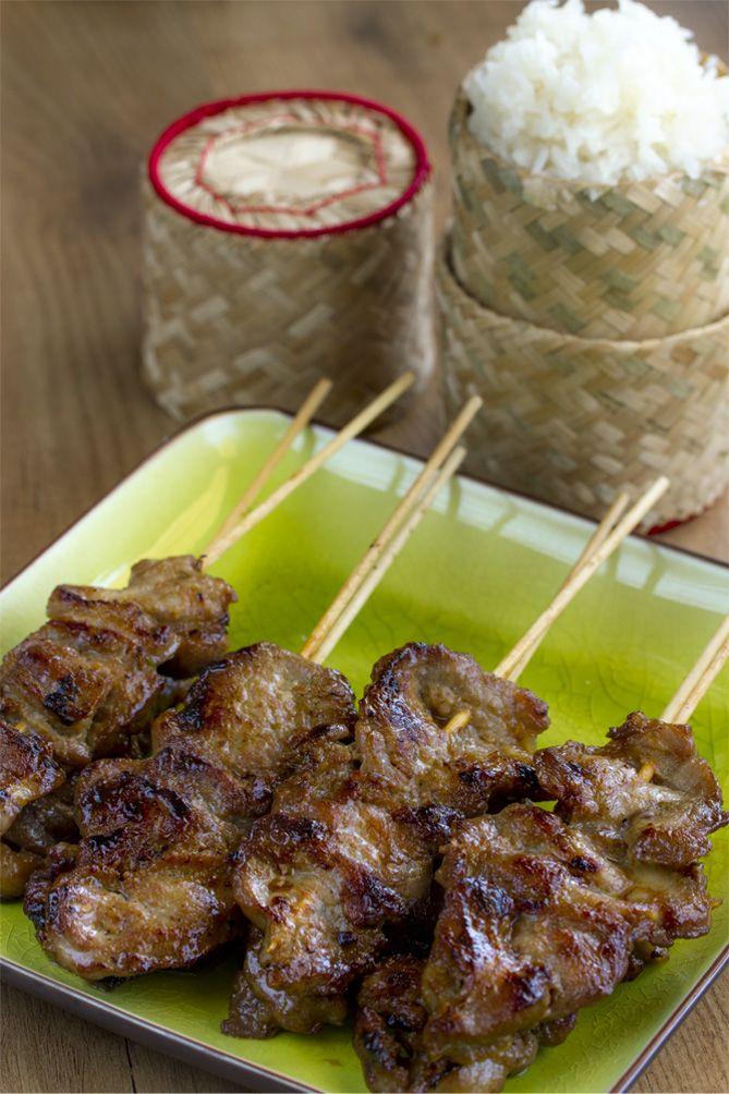 pinchitos de cerdo, arroz arroz glutinoso, cocina tailandesa