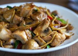 Salteado de pollo con champiñones y jengibre, recetas con jengibre, cocina tailandesa, salteado