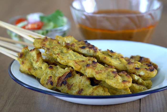 pollo satay, sate, pollo, pinchito de pollo, pollo satay estilo thai, pollo thai, brocheta de pollo thai, pincho de pollo, cocina tailandesa