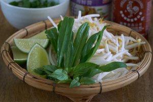 Verduras tailandesas, albahaca tailandesa, brotes de soja, culantro, verduras para pho, sopa pho,pho, sopa, sopa vietnamita, sopa de noodles, sopa de noodles vietnamita, pho bo, sopa pho de ternera, noodles,