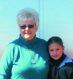 Talita De Swardt en Juf. Marietjie du Plessis wat in die Bybelkennis eerste geëindig het van die Gr 4 groep.