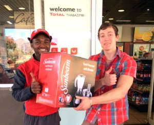 Mr SJ Pereira was already looking forward to the food his mom will prepare when he received his prize from Godfrey Ndou from Total Thabazimbi. Mr Pareira received food processor worth R1999 – the third of ten prizes in the Total Thabazimbi Ten for Ten campaign.