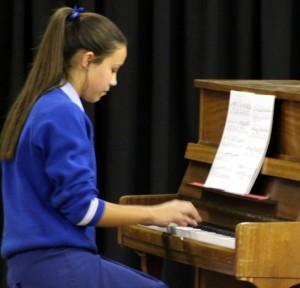 In die Klavier UNISA Gr 5 afdeling het Irene Marais Gr 9 A++ (90%) ontvang.