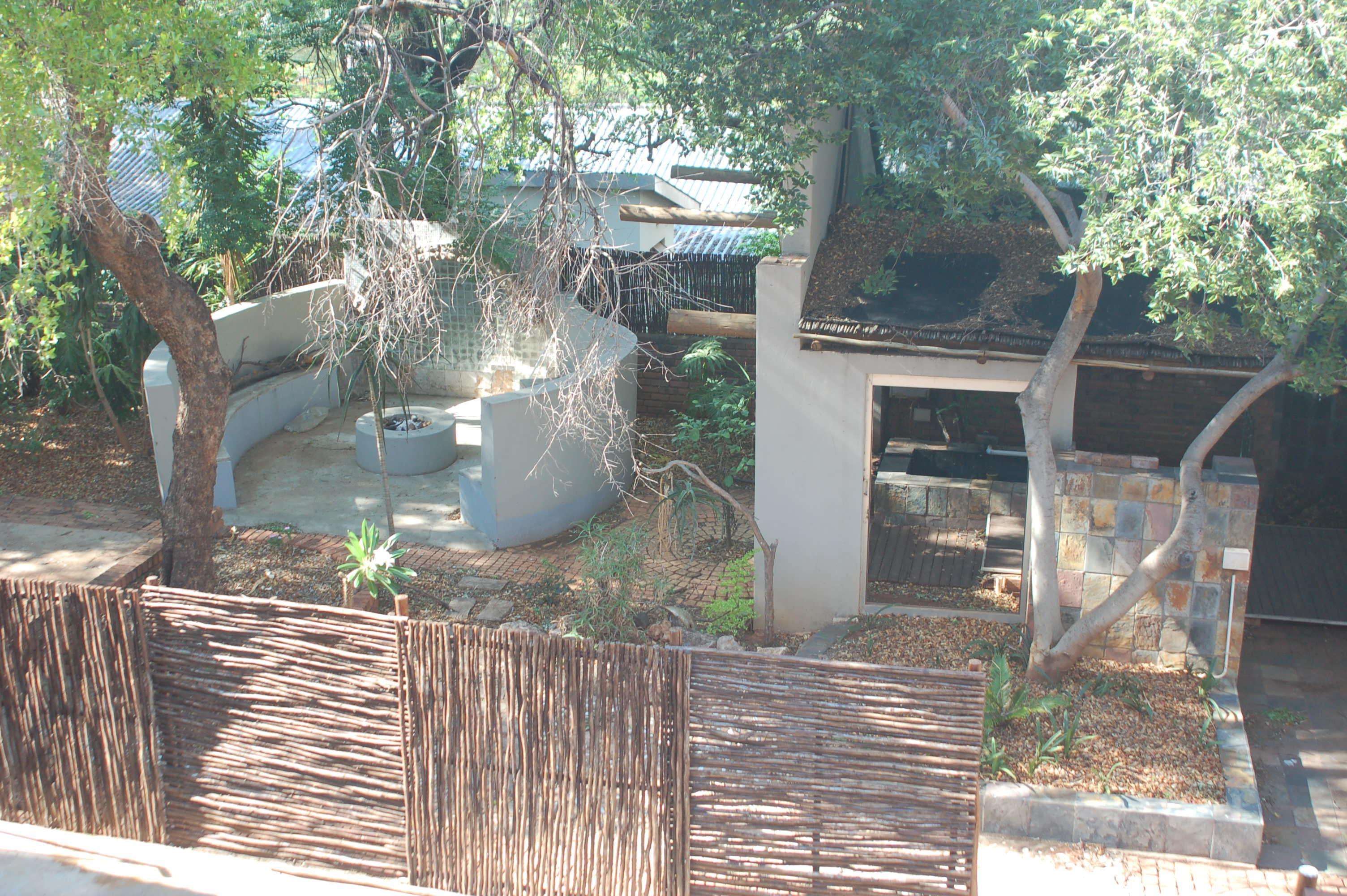 Gebou lapa onderdak tuin