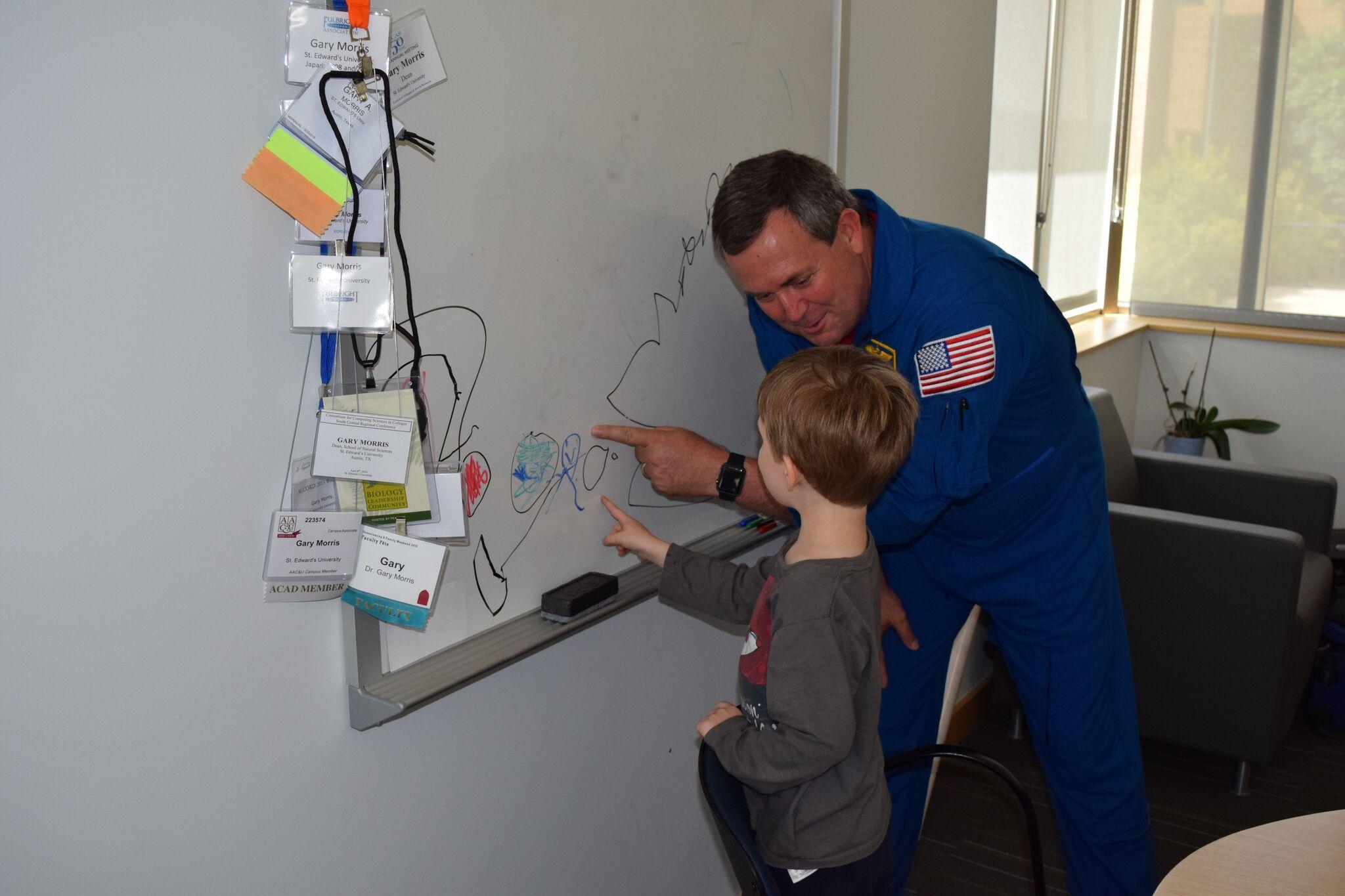 Astronaut Mike Foreman_311683