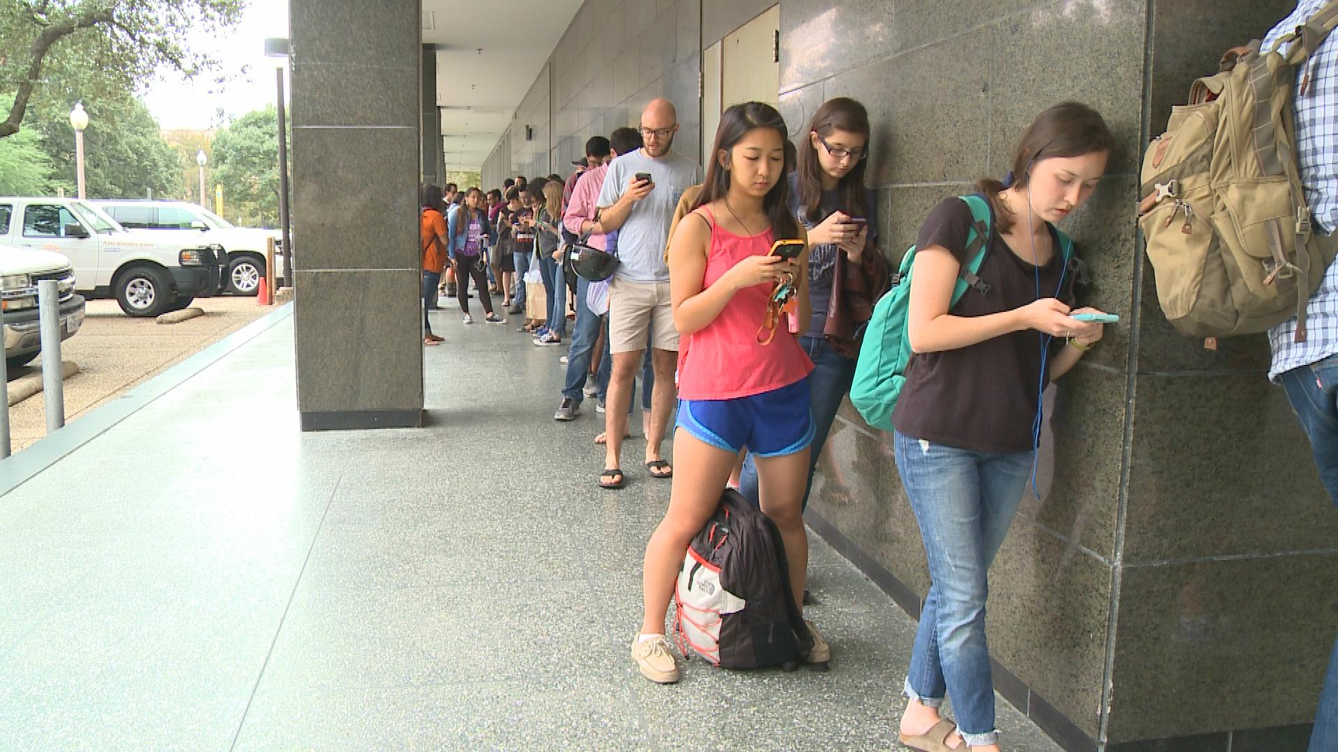 The line to vote snaked around the Flawn Academic Center on UT Austin's campus_370893