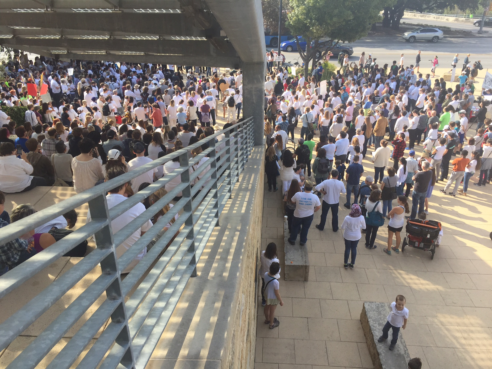 Hundreds gathered at City Hall for a pro-immigration conference that turned into rally. (KXAN_Frank Martinez)_374131