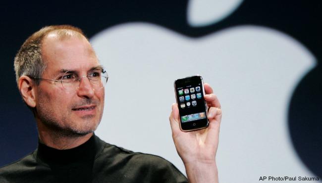 steve-jobs-iphone-2007-ap-file_397424