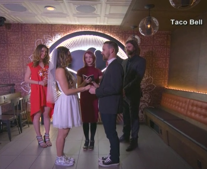Taco Bell wedding offering cheaper option to tie the knot (Courtesy_ Taco Bell)_419500