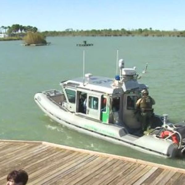 U.S. lawmakers tour the Rio Grande River_422834