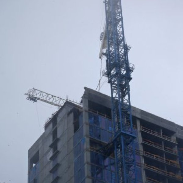 Crane collapses_542170