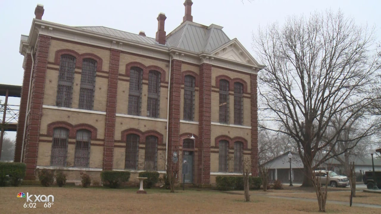 Employees told to leave old Bastrop County Jail over asbestos concerns