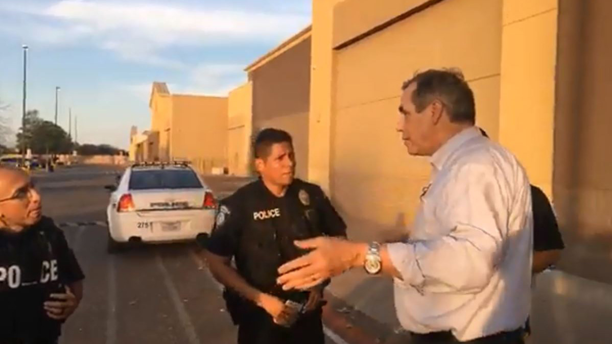 U.S. Senator Jeff Merkley trying to enter the facility in Brownsville