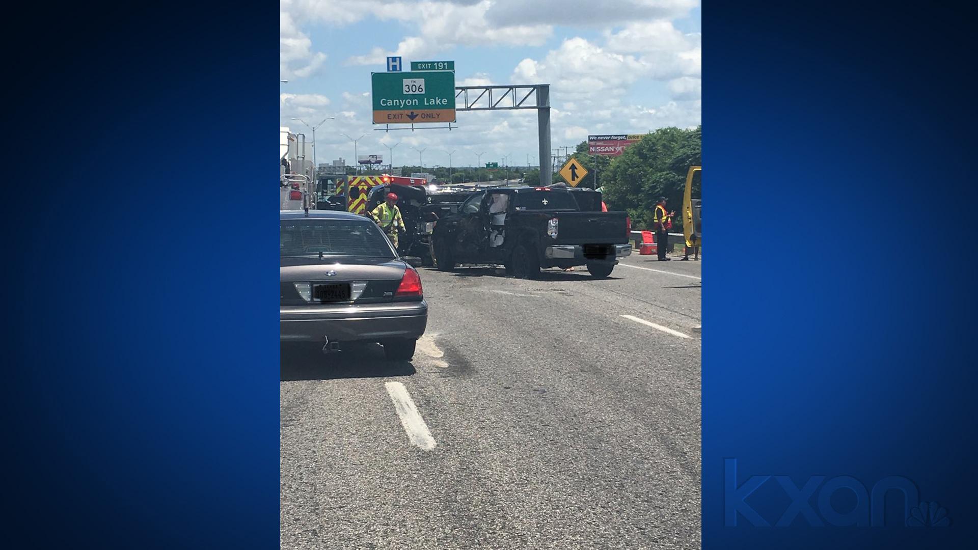 Rollover crash on I-35 in New Braunfels shut down highway to
