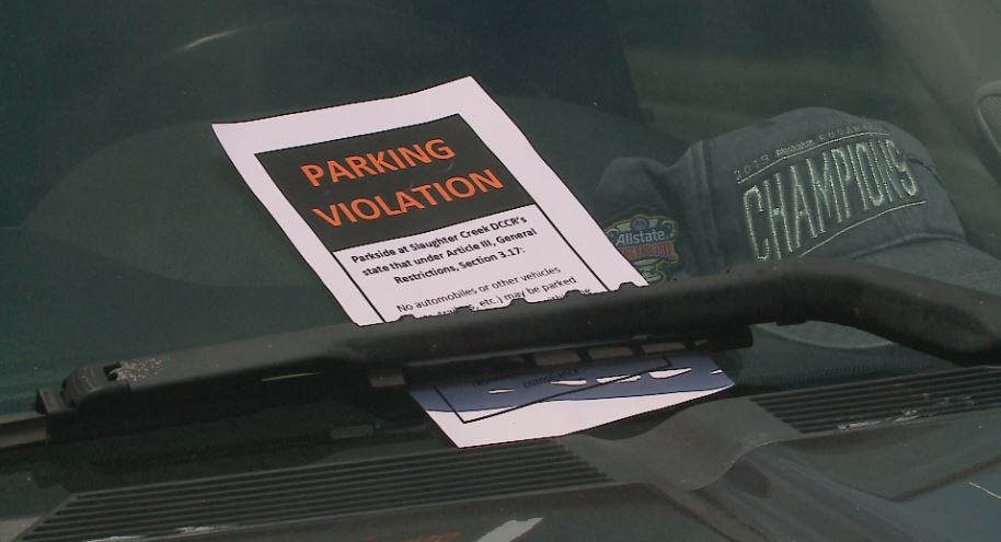 South Austin HOA issues parking violations. (KXAN Photo/Todd Bynum)
