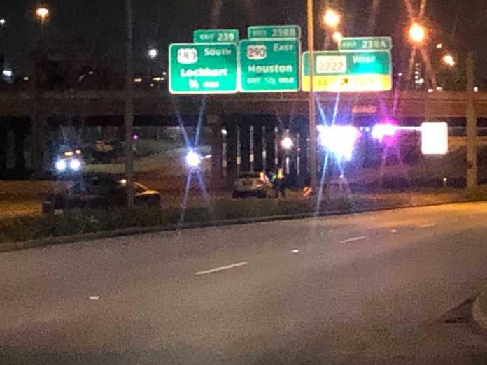 1 dead, several others badly injured after 4 vehicles crash, 1 rolls over on I-35 in central Austin