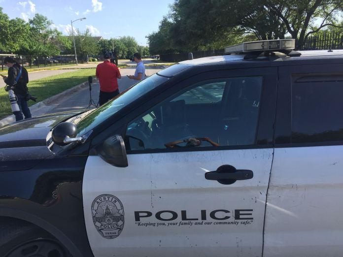 Austin Police, SWAT responding to situation in east Austin off Wickersham Lane