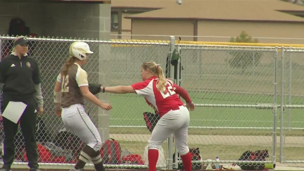 Minot_State_softball_splits_with_SMSU_0_20190420233807