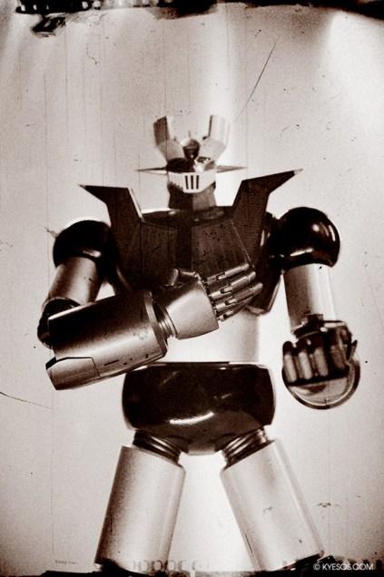 Mazinger Z in a vintage hero pose