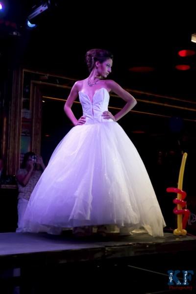 Mode Katrinna Wallace wearing Katrinna Wallace