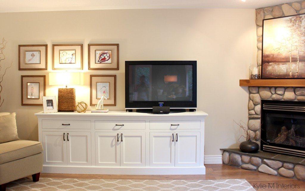 Benjamin Moore Gentle Cream Corner fireplace in a living