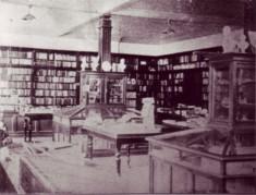 1906(明治39)年当時の1階店内