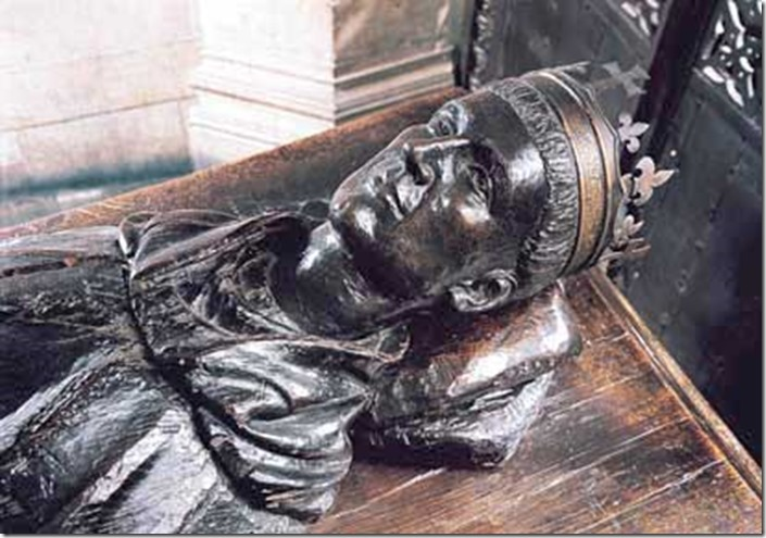 Modern head on Henry V's tomb WEstminster Abbey.