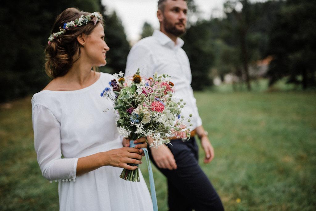 Letni svatba bodlaky Kytkyodpotoka foto Lin Serkova