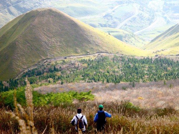 mount_yufu_hikers_japan