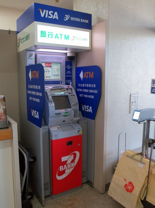 seven_bank_atm_booth_japan