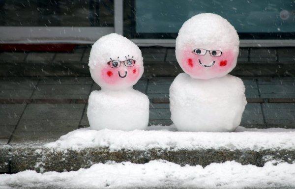 cute_small_snow_sculptures_in_tokamachi