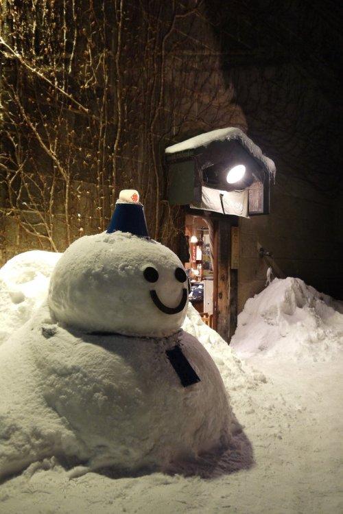 cute_snow_sculpture_in_otaru