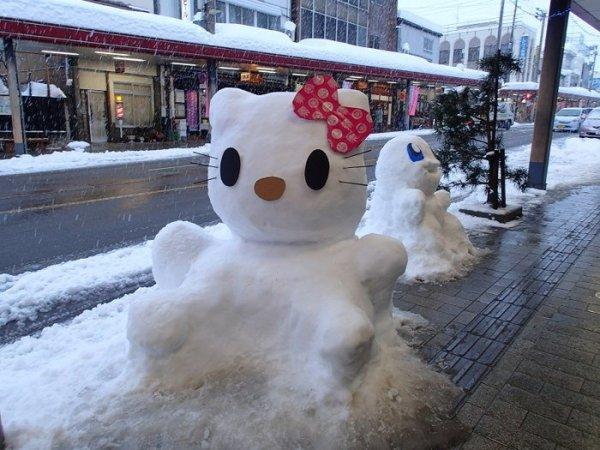 hello_kitty_snow_sculpture_tokamachi_yuki_matsuri