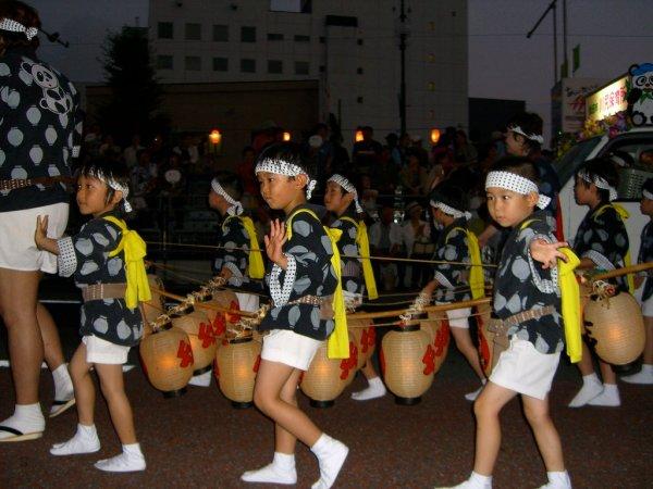 kids_kanto_performers_akita
