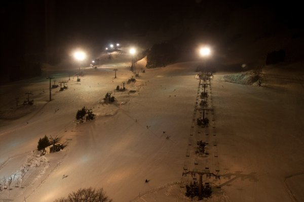 night_skiing_naeba_ski_resort