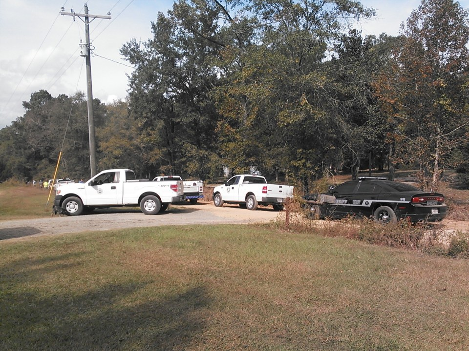 1600x1200 Berrien County Sheriff, GDOT, city of Nashville, Kinder Morgan trucks, in Berrien break, by John S. Quarterman, 6 November 2014