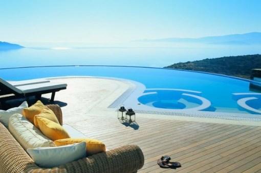 Piscine de l'hotel sur le Golf de Mirabello en Grèce