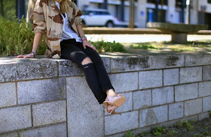 6_look_blog_mode_veste_militaire_vintage_jean_hm_escarpins_nude_valentino