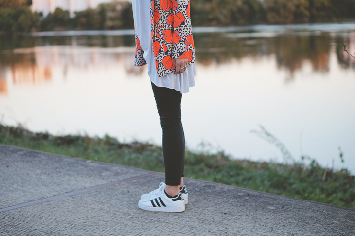 12_look_blog_mode_blazer_river_island_legging_simili_cuir_gemo_baskets_superstar_adidas