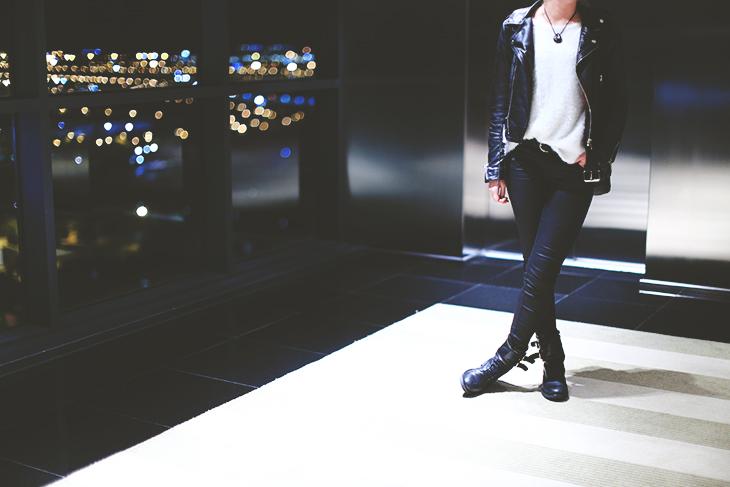 2_look_blog_mode_perfecto_cuir_vintage_pull_kiabi_pantalon_huile_zara_boots_motardes_jonak_sac_dos_nike_collier_baccarat